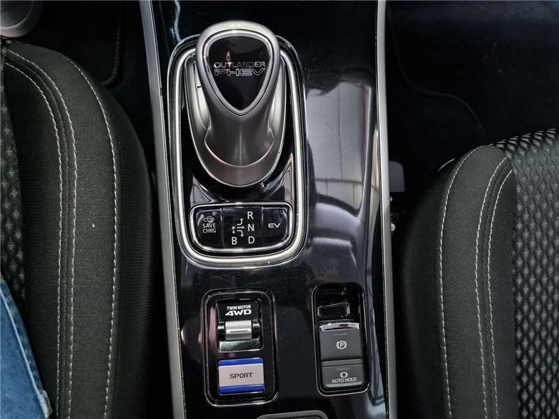 Mitsubishi Outlander 2.4L PHEV TWIN MOTOR 4WD Business Blanc occasion à Muret - photo n°17