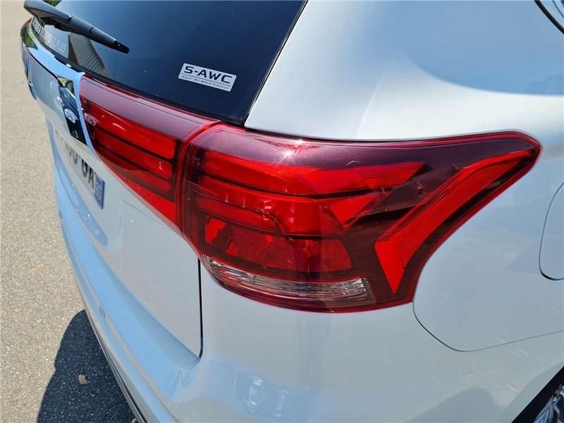 Mitsubishi Outlander 2.4L PHEV TWIN MOTOR 4WD Business Blanc occasion à Muret - photo n°10