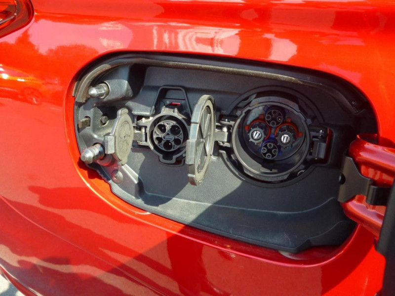 Mitsubishi Outlander 2.4l Twin Motor 4WD Rouge occasion à BAYEUX - photo n°10