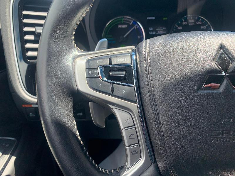 Mitsubishi Outlander PHEV Twin Motor Instyle 4WD Marron occasion à Olivet - photo n°9