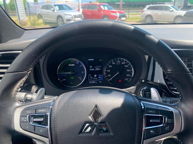 Mitsubishi Outlander PHEV Twin Motor Instyle 4WD Marron occasion à Olivet - photo n°8