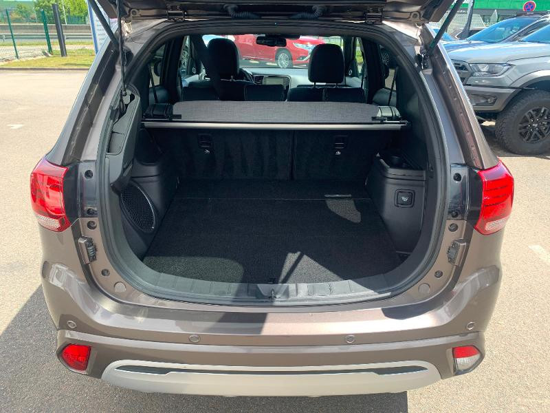 Mitsubishi Outlander PHEV Twin Motor Instyle 4WD Marron occasion à Olivet - photo n°18