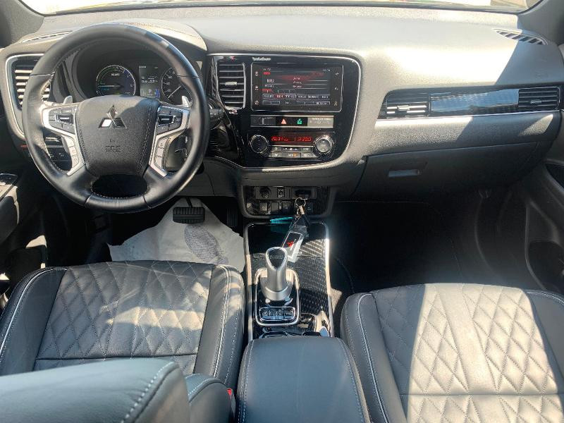 Mitsubishi Outlander PHEV Twin Motor Instyle 4WD Marron occasion à Olivet - photo n°7