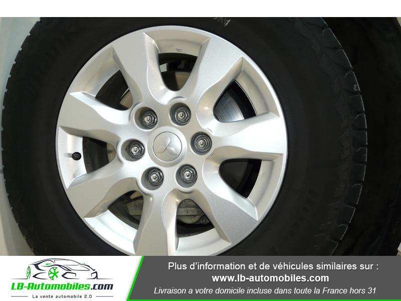 Mitsubishi Pajero 3.2 DI-D 200 INVITE 5P Blanc occasion à Beaupuy - photo n°15