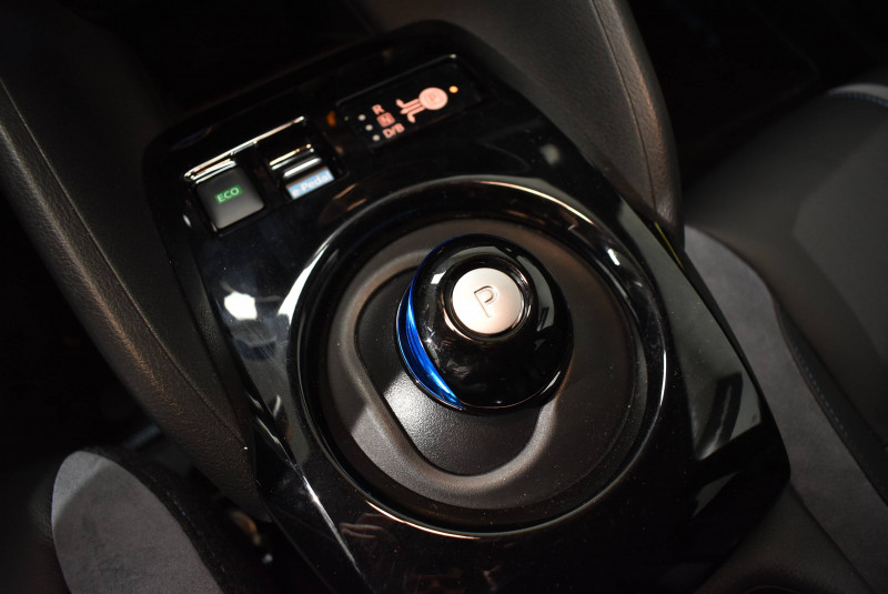 Nissan Leaf Leaf Electrique 40kWh Tekna 5p Gris occasion à Limoges - photo n°13