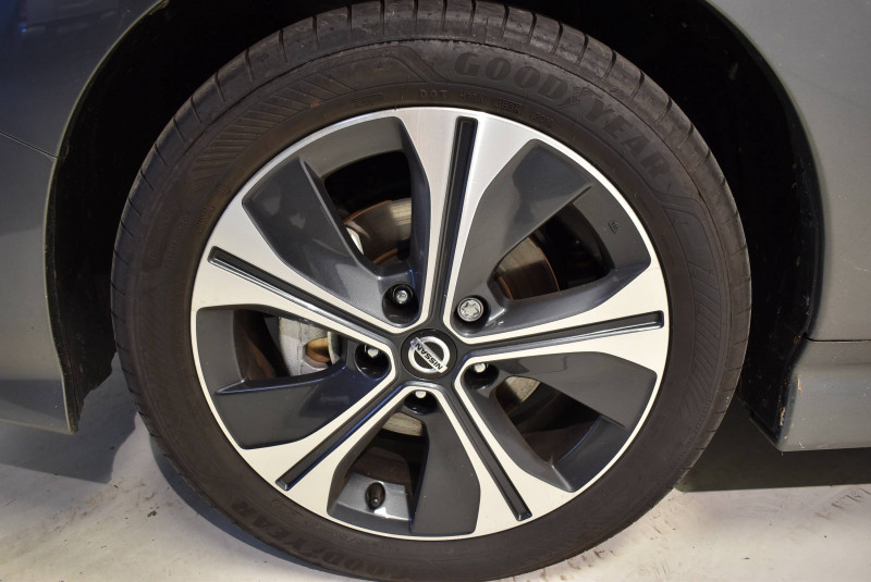 Nissan Leaf Leaf Electrique 40kWh Tekna 5p Gris occasion à Limoges - photo n°4