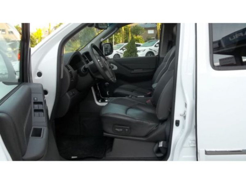 Nissan Pathfinder 3.0 DCI 231 7 places Blanc occasion à Beaupuy - photo n°3