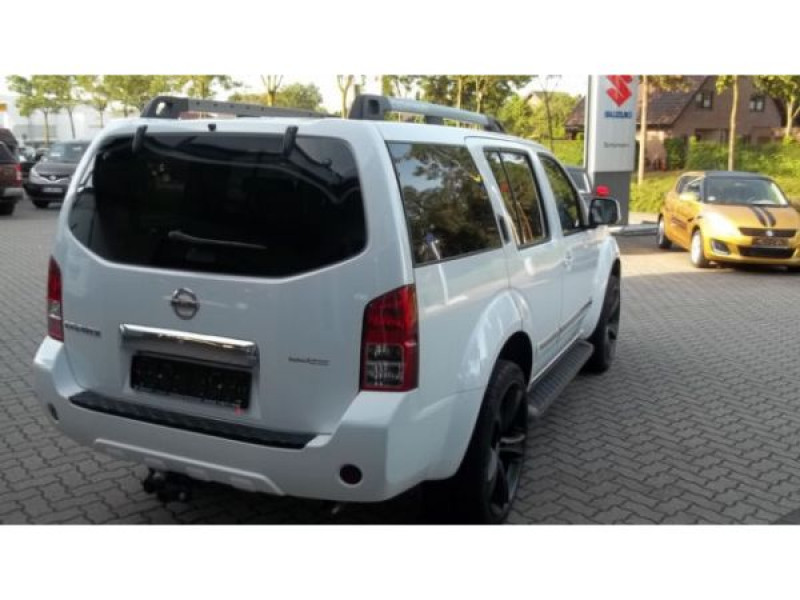 Nissan Pathfinder 3.0 DCI 231 7 places Blanc occasion à Beaupuy - photo n°2