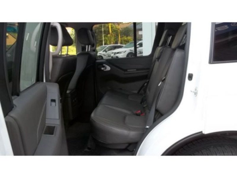 Nissan Pathfinder 3.0 DCI 231 7 places Blanc occasion à Beaupuy - photo n°4