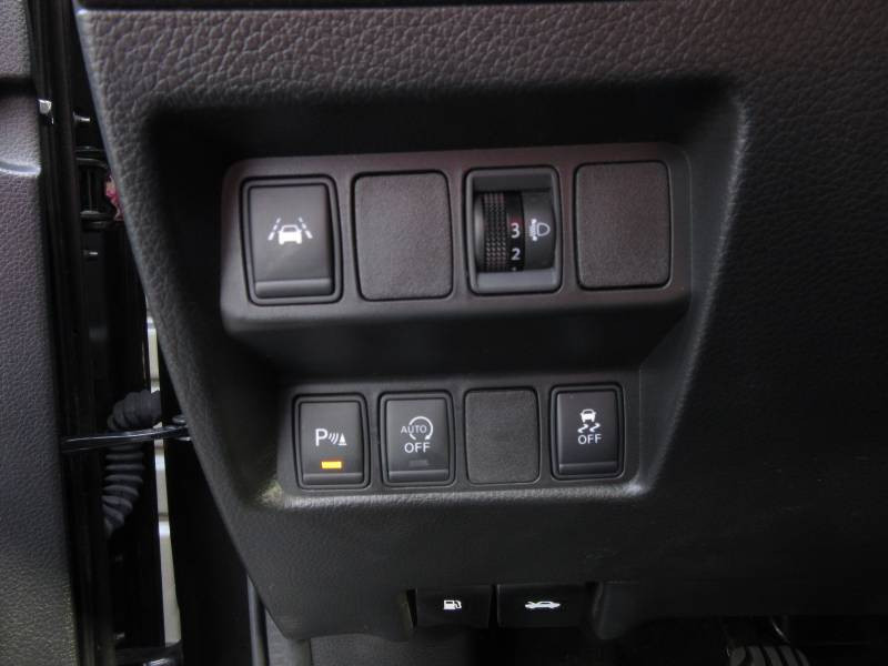Nissan Qashqai 1.5 dCi 110 N-Connecta Noir occasion à Périgueux - photo n°17