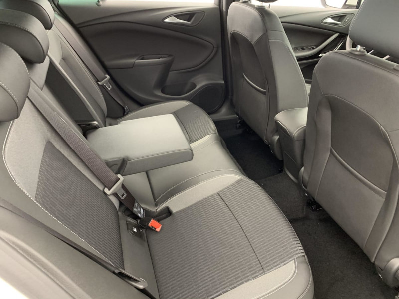 Opel Astra Sports tourer 1.5 Diesel 122 ch BVM6 Elegance Business Blanc occasion à SAINT-GREGOIRE - photo n°8