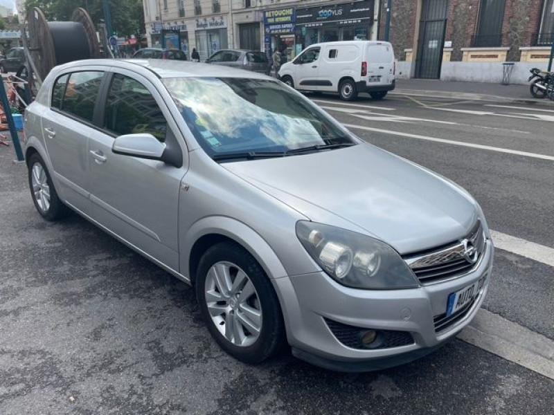 Opel Astra 1.6 115CH ECOTEC MAGNETIC 5P Gris occasion à Pantin - photo n°2