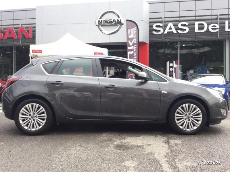 Opel Astra 1.7 CDTI 110ch FAP Cosmo Gris occasion à Saint-Quentin - photo n°7
