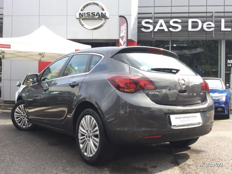 Opel Astra 1.7 CDTI 110ch FAP Cosmo Gris occasion à Saint-Quentin - photo n°6