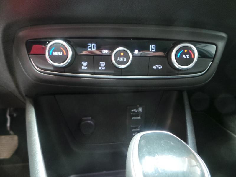 Opel Crossland X 1.2 Turbo 110ch Innovation BVA Blanc occasion à Corbeil-Essonnes - photo n°11