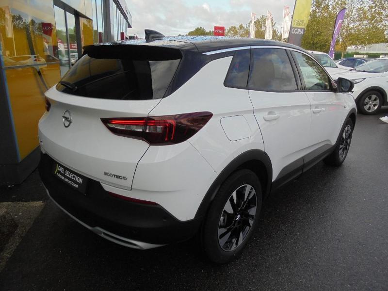 Opel Grandland X 1.5 D 130ch Design Line Blanc occasion à Vert-Saint-Denis - photo n°2
