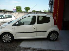 Peugeot 107 1.0 12v Urban Move 5p Blanc occasion à Portet-sur-Garonne - photo n°9