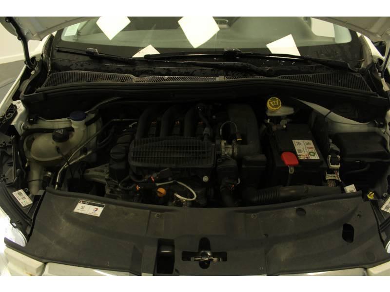Peugeot 2008 1.2 PureTech 82ch BVM5 Active Blanc occasion à Saint Pierre du Mont - photo n°15
