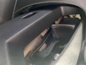 Peugeot 208 1.2 PureTech 82 CV ALLURE IMPORT JANTES ALU TITANE Bleu occasion à Biganos - photo n°5