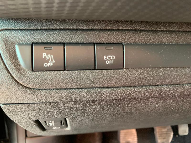 Peugeot 208 1.2 PureTech 82ch Allure 5p Noir occasion à Meaux - photo n°10
