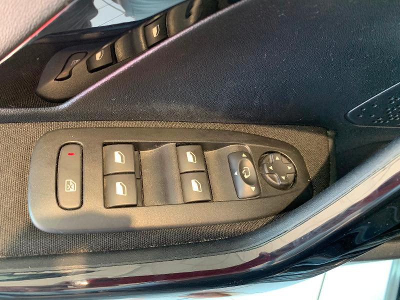Peugeot 208 1.2 PureTech 82ch Allure 5p Noir occasion à Meaux - photo n°9