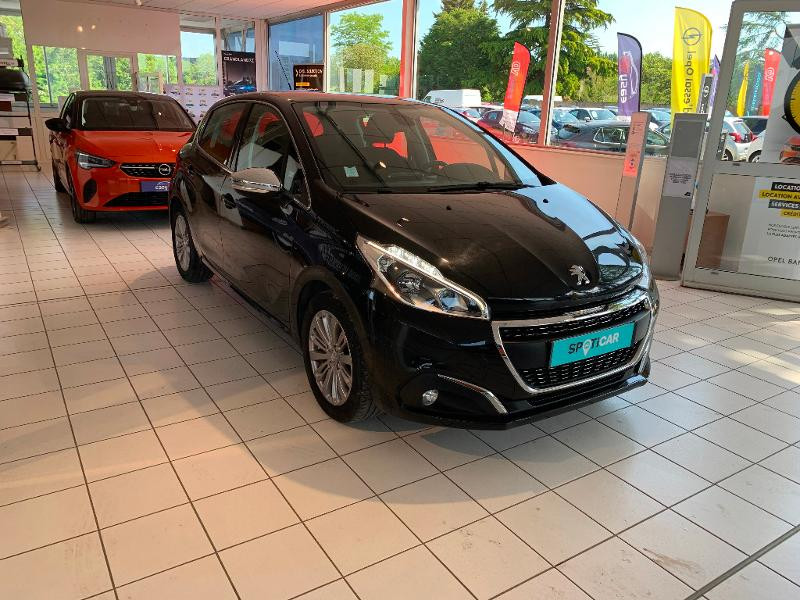 Peugeot 208 1.2 PureTech 82ch Allure 5p Noir occasion à Meaux - photo n°3