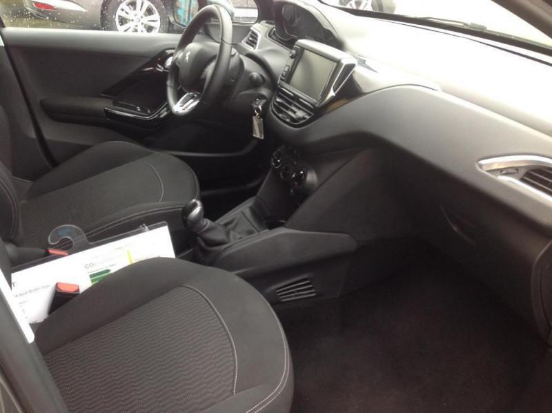 Peugeot 208 1.2 puretech 82ch bvm5 style Gris occasion à Vitré - photo n°4