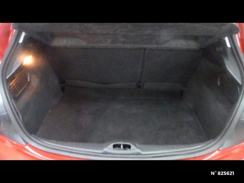 Peugeot 208 1.2 PureTech 82ch Style 5p Rouge occasion à Avon - photo n°6