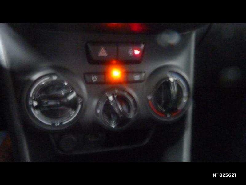 Peugeot 208 1.2 PureTech 82ch Style 5p Rouge occasion à Avon - photo n°17