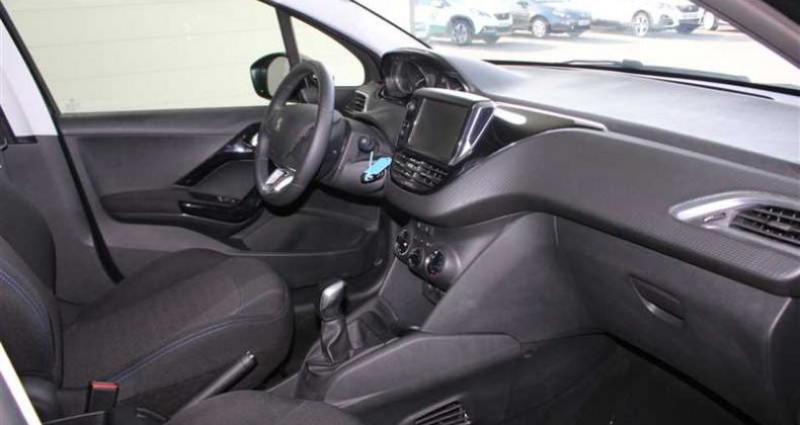 Peugeot 208 1.5 BlueHDi 100ch S&S BVM5 Signature Noir occasion à SAINT FULGENT - photo n°2
