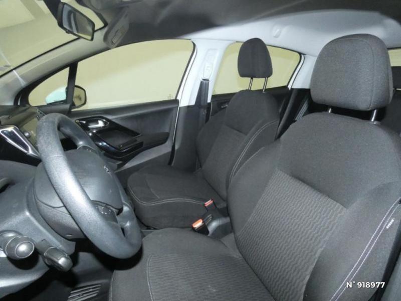 Peugeot 208 1.6 BlueHDi 75ch Active 5p Blanc occasion à Cesson - photo n°9