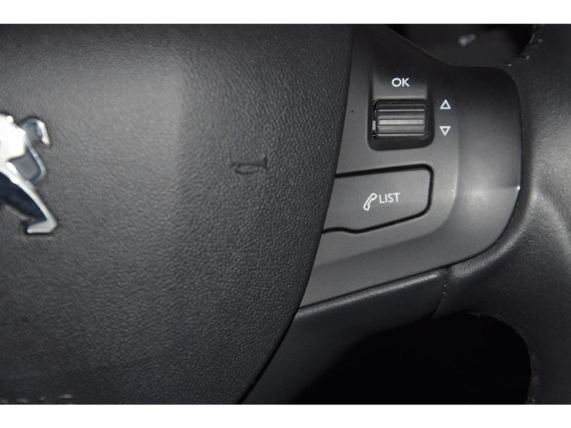 Peugeot 208 1.6 BlueHDi S&S - 100  BERLINE Active Business PHASE 2 Blanc occasion à Riorges - photo n°18