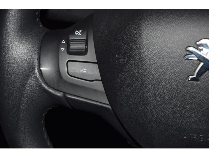 Peugeot 208 1.6 BlueHDi S&S - 100  BERLINE Active Business PHASE 2 Blanc occasion à Riorges - photo n°17
