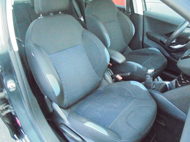 Peugeot 208 1.6 e-HDi FAP Business Pack 4cv 5p Gris occasion à Corbeil-Essonnes - photo n°9
