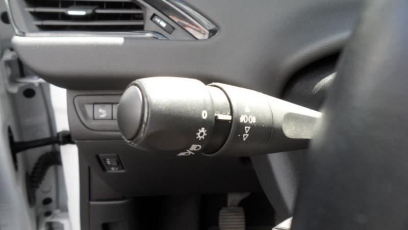 Peugeot 208 PureTech 82 ACTIVE Business GPS Radar Anti-Brouillards Blanc occasion à Lescure-d'Albigeois - photo n°19