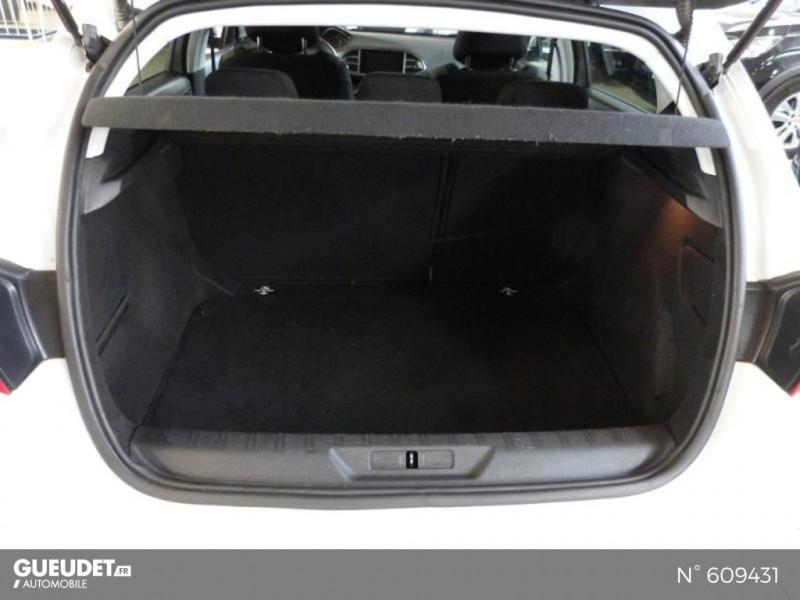 Peugeot 308 1.6 BlueHDi 120ch Style S&S 5p Blanc occasion à Meaux - photo n°6