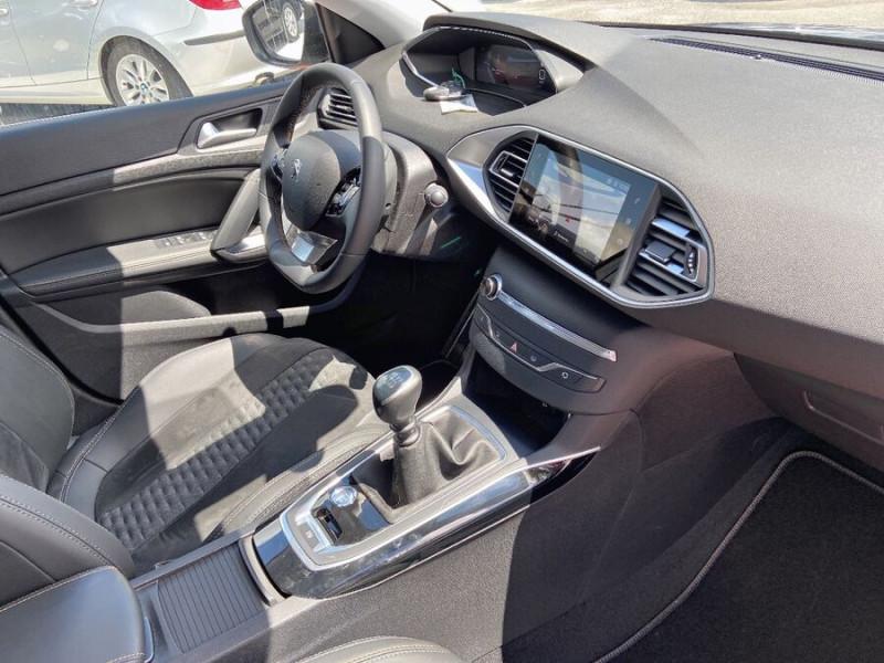 Peugeot 308 New BlueHDi 130 BV6 ROADTRIP Full Leds GPS Caméra Gris occasion à Lescure-d'Albigeois - photo n°9