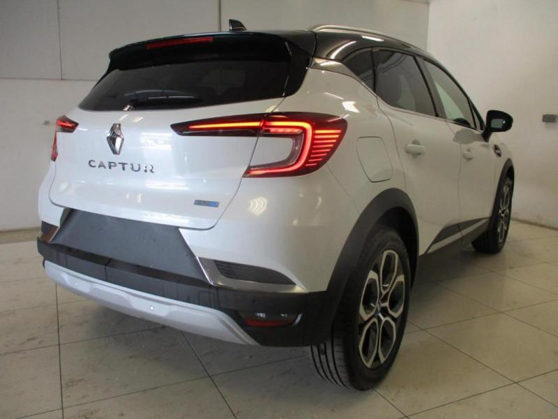 Renault Captur E-Tech Plug-in 160 Intens Blanc occasion à CHERBOURG-EN-COTENTIN - photo n°4