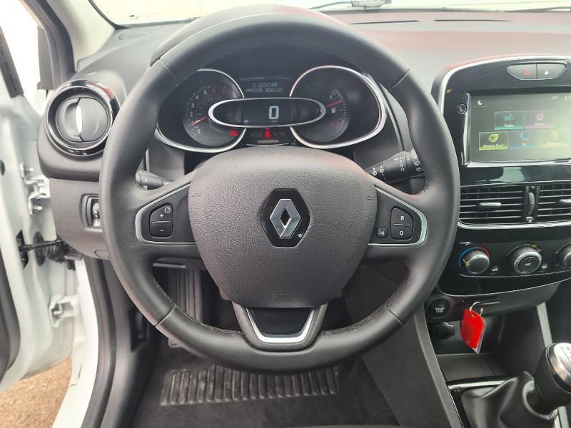Renault Clio 0.9 TCe 75ch energy Limited 5p Euro6c Blanc occasion à Sens - photo n°11