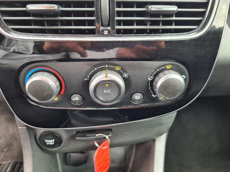 Renault Clio 0.9 TCe 75ch energy Limited 5p Euro6c Gris occasion à Sens - photo n°12