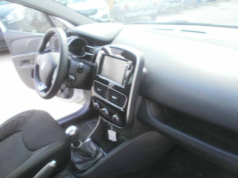 Renault Clio 0.9 TCe 90ch Limited 5p Gris occasion à Auxerre - photo n°13