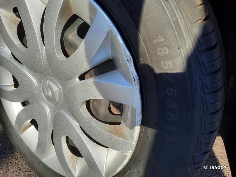 Renault Clio 1.2 16v 75ch Life 5p Gris occasion à Glos - photo n°18