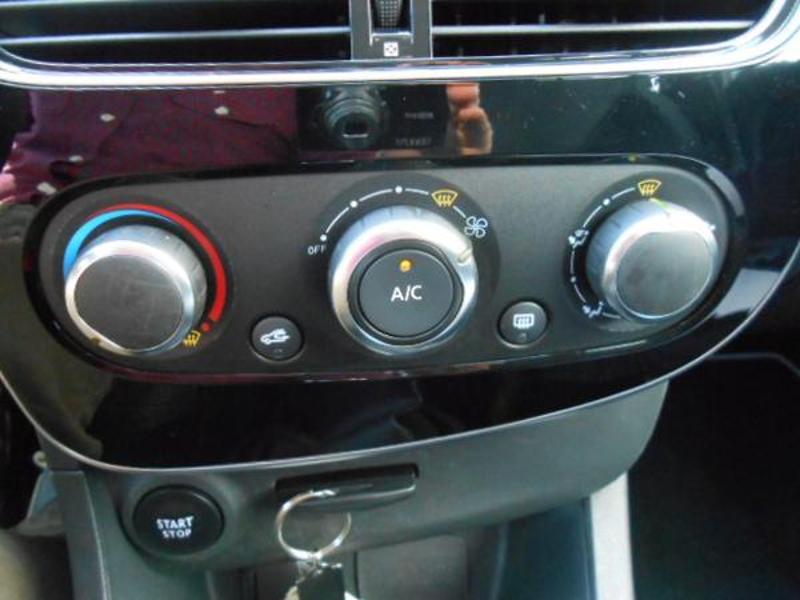 Renault Clio 1.5 dCi 75ch energy Zen 5p Blanc occasion à Rodez - photo n°19