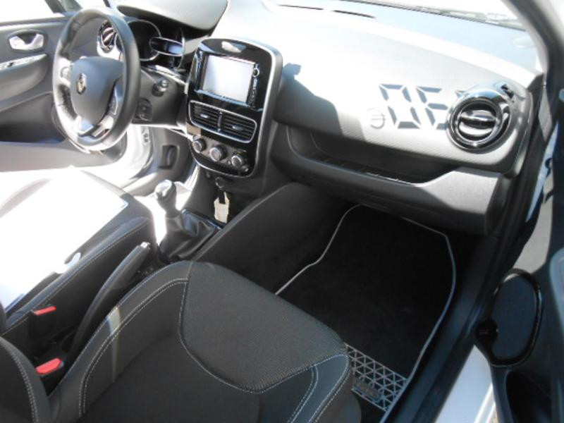 Renault Clio 1.5 dCi 75ch energy Zen 5p Blanc occasion à Rodez - photo n°11
