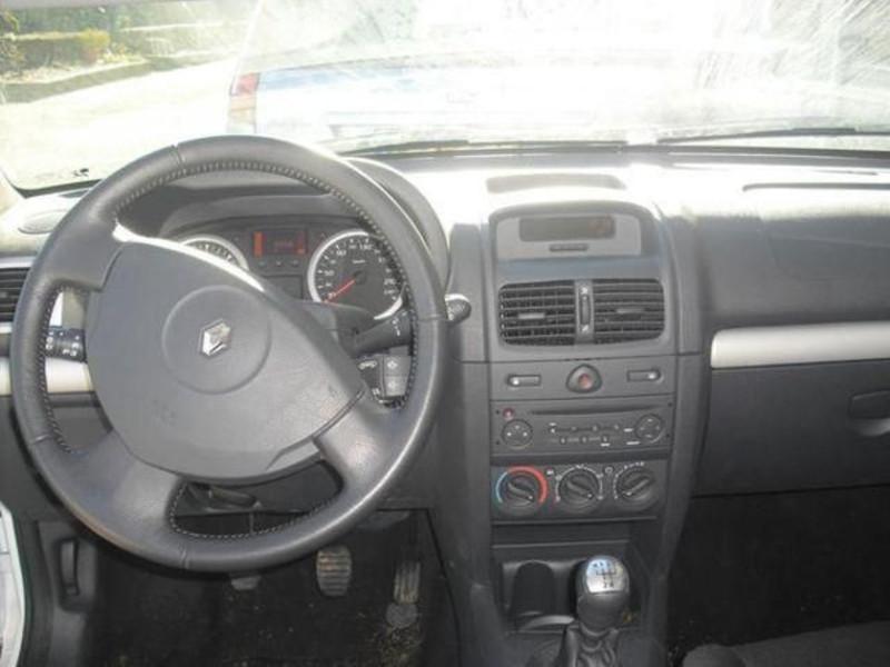 Renault Clio 5 portes 1.5 dCi 105 Dynamique  occasion à Créteil - photo n°2