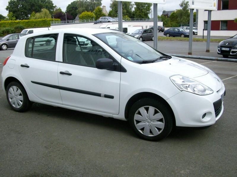 Renault Clio CLIO III 1.5 DCI AUTHENTIQUE Blanc occasion à Dinan
