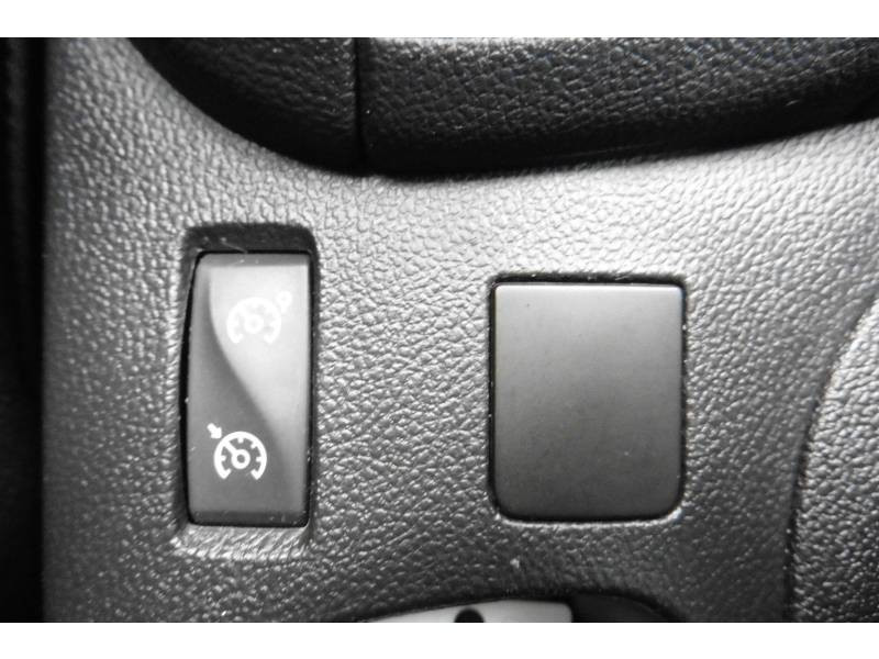 Renault Clio IV 1.2 16V 75 Limited Blanc occasion à L'Isle-Jourdain - photo n°11