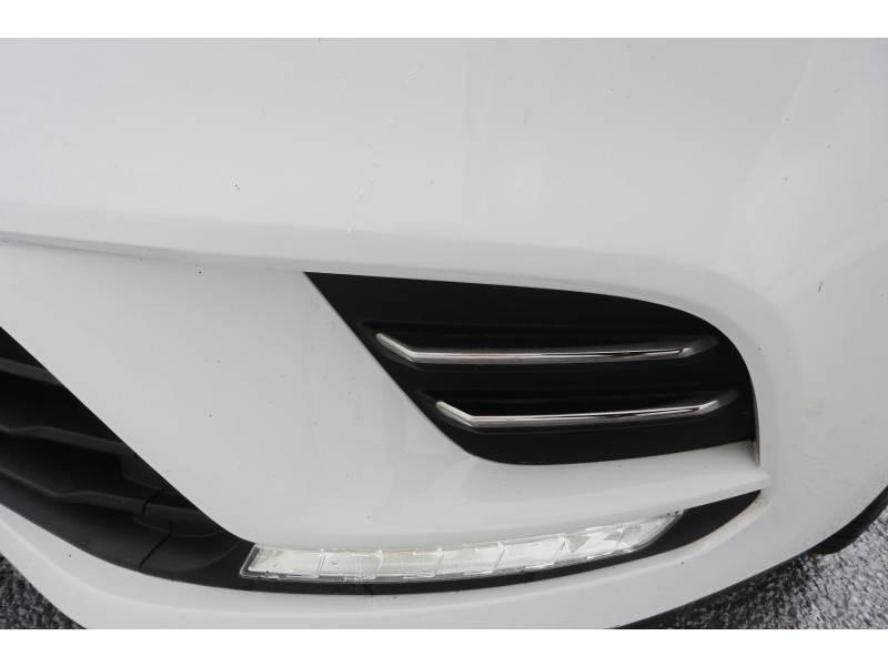 Renault Clio IV 1.2 16V 75 Limited Blanc occasion à L'Isle-Jourdain - photo n°8
