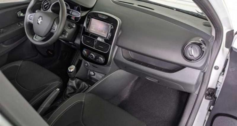 Renault Clio IV 1.5 dCi 90 E6C Business Blanc occasion à SAINT FULGENT - photo n°2