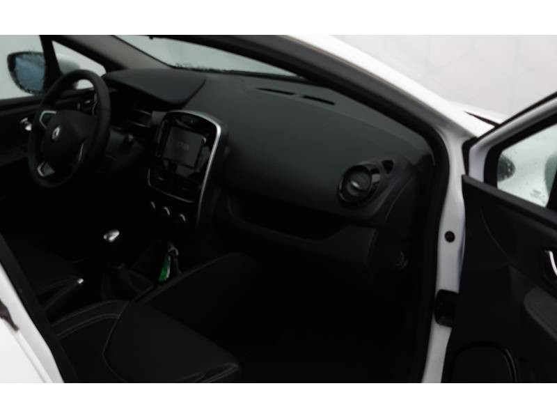 Renault Clio IV BUSINESS dCi 75 E6C Blanc occasion à Langon - photo n°9